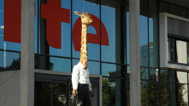 """""""L'homme-girafe"""" de Stephan Balkenhol"""