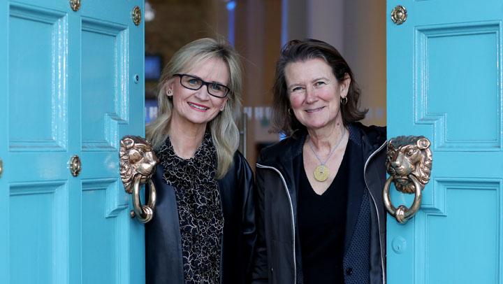 Anne Durupty und Dee Forbes haben den Assoziierungsvertrag in Dublin unterschrieben, 2016.