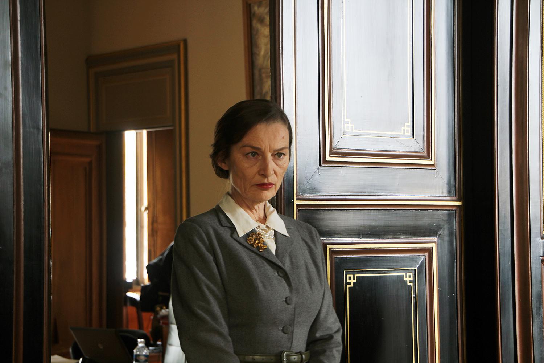 Catherine Limbert dans le rôle de la secrétaire de Jaujart