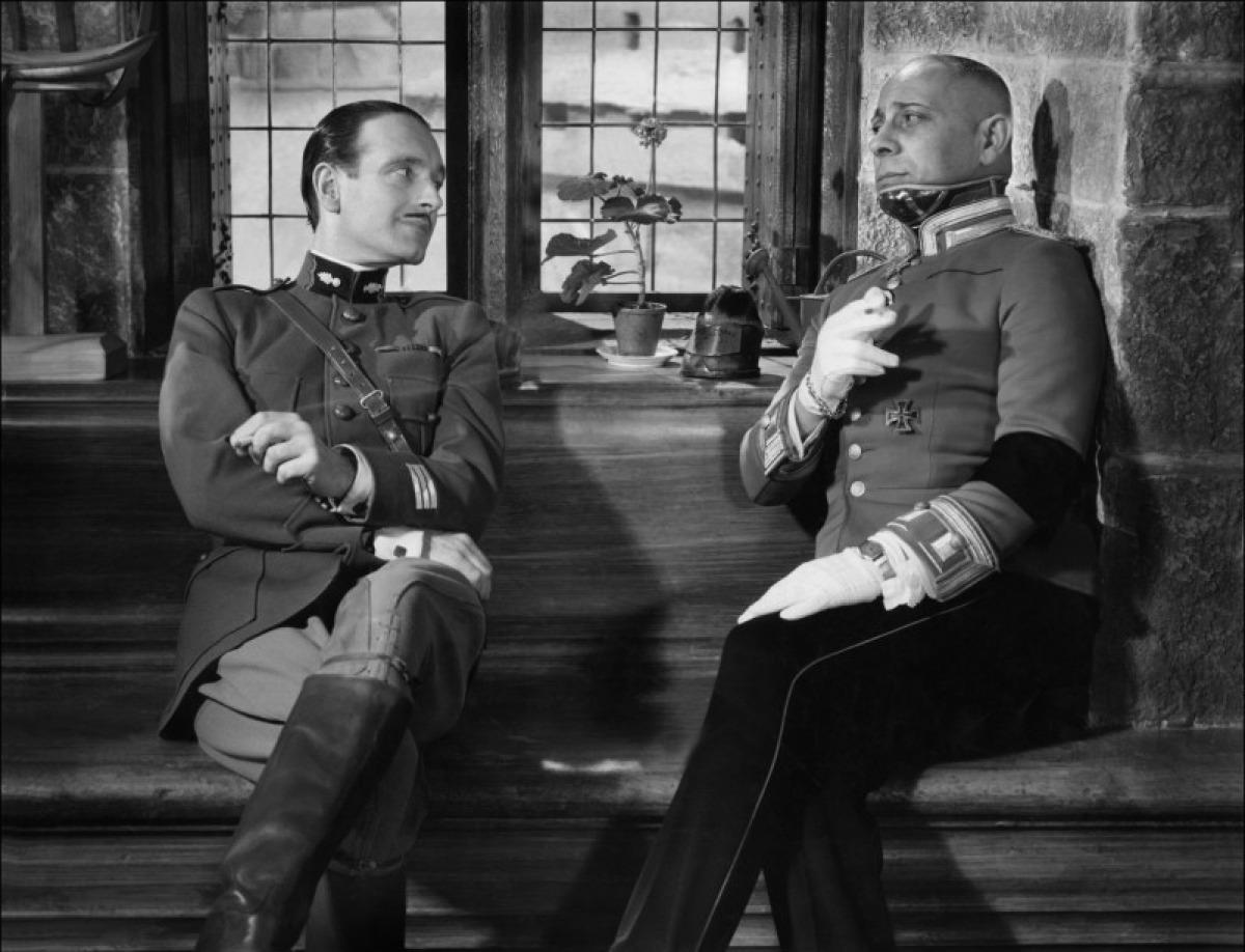 Pierre Fresnay et Erich von Stroheim dans La Grande Illusion
