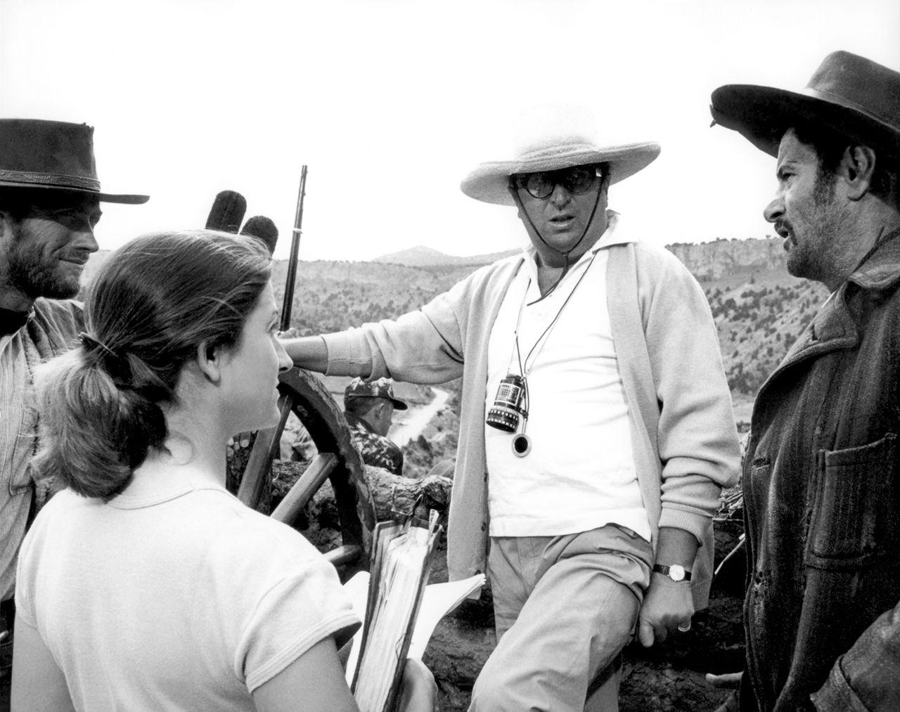 Sergio Leone dirige Clint Eastwood et Eli Wallach sur le tournage du Bon, la brute et le truand
