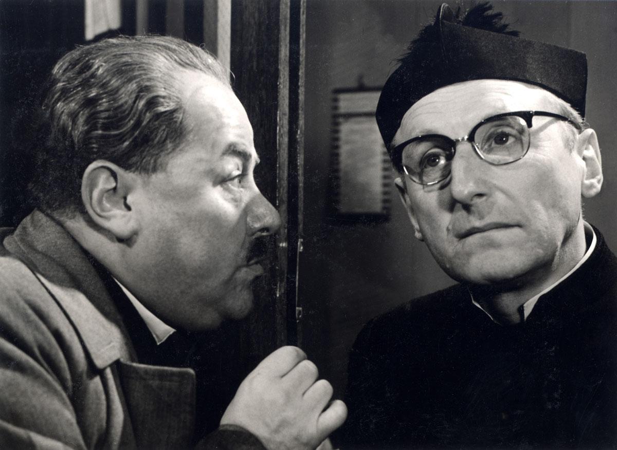 Francis Blanche et Bourvil dans Un drôle de paroissien