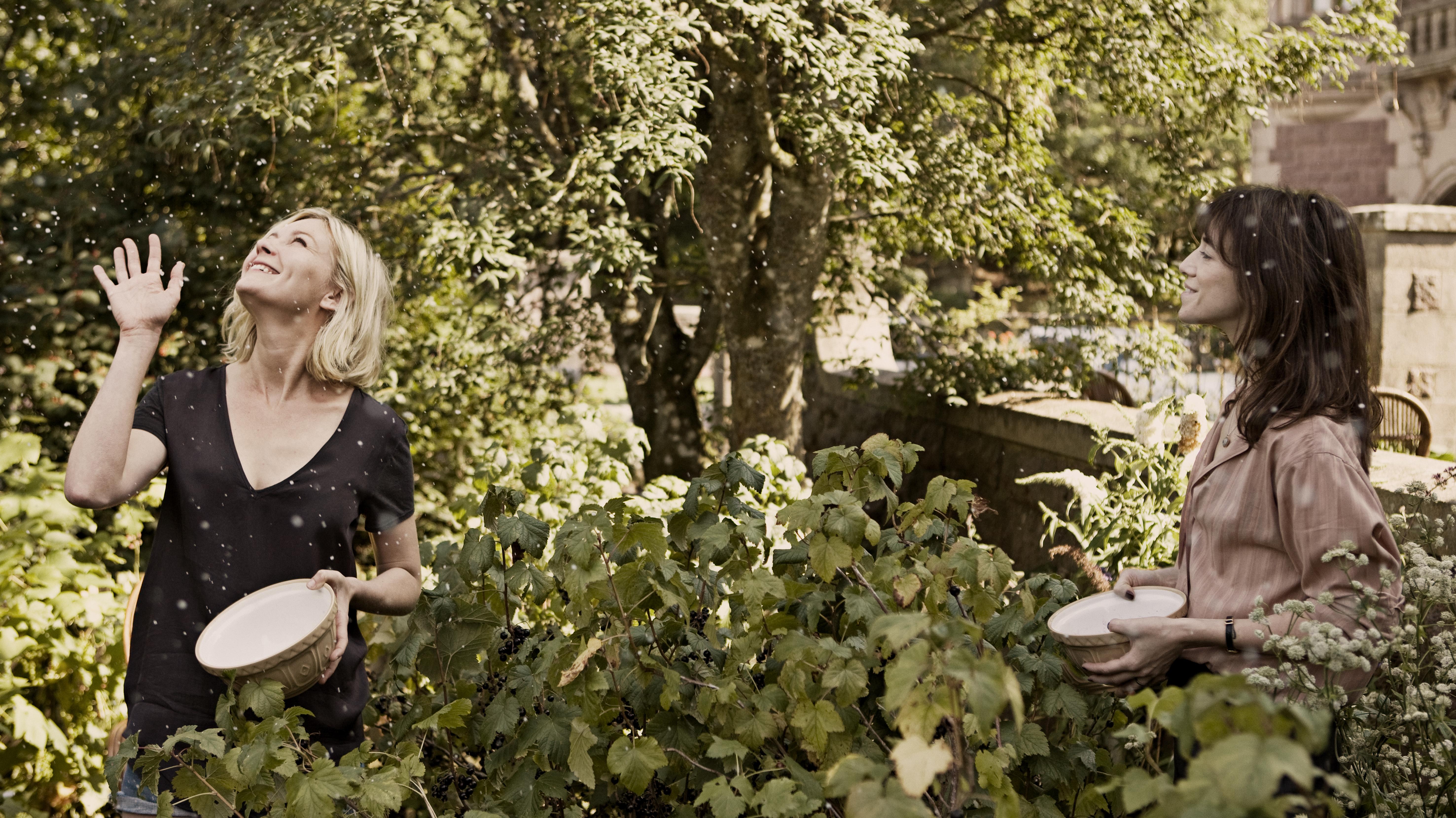 Kirsten Dunst et Charlotte Gainsbourg dans Melancholia