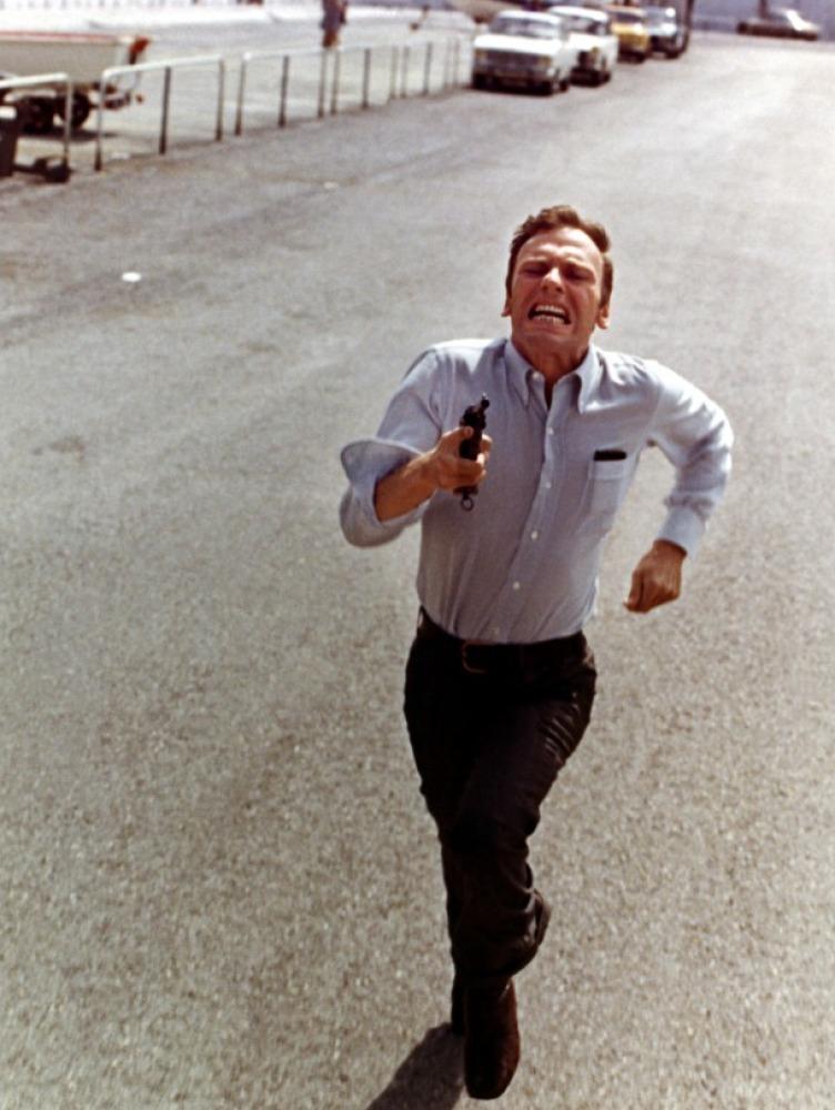 Trintignant et cette étrange façon de courir, dans l'une des scènes culte du film