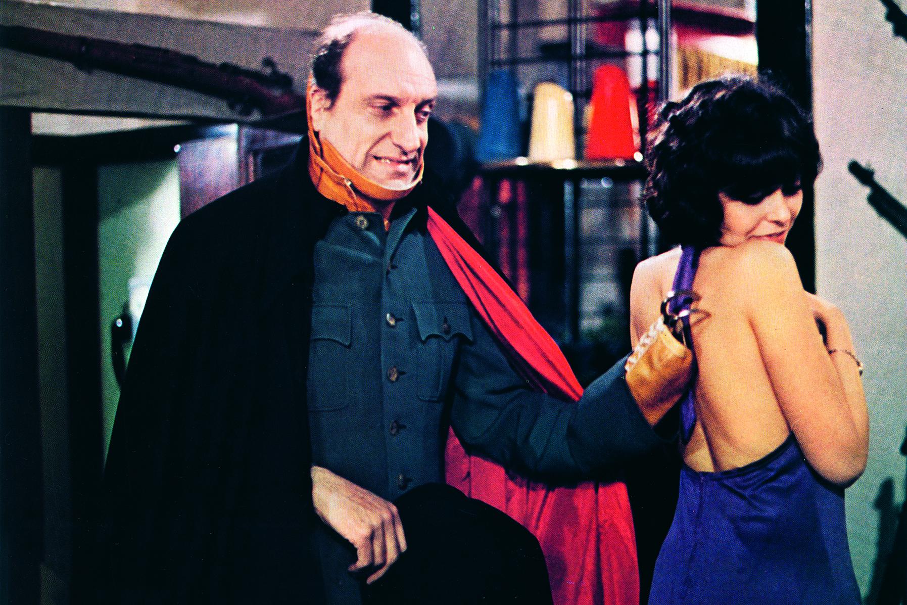 Raymond schuldet Monsieur Ratin (Michel Francini, li.), einem ehemaligen Colonel, viel Geld. Dieser wird langsam ungeduldig. © M. Films