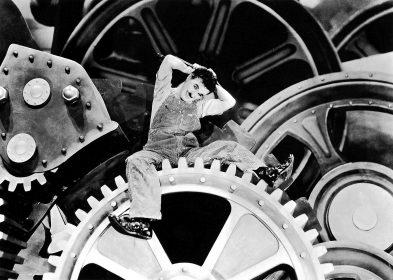 """Zur ARTE-Sendung Moderne Zeiten 2: Der verrŸckt gewordene Arbeiter (Charles Chaplin) wird von einer Maschine erfasst. © Roy Export Company Establishment Foto: ARTE France Honorarfreie Verwendung nur im Zusammenhang mit genannter Sendung und bei folgender Nennung """"Bild: Sendeanstalt/Copyright"""". Andere Verwendungen nur nach vorheriger Absprache: ARTE-Bildredaktion, Silke Wšlk Tel.: +33 3 881 422 25, E-Mail: bildredaktion@arte.tv"""