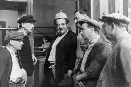 Raimu (au centre) dans La Femme du boulanger de Marcel Pagnol