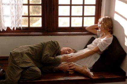 Tim Roth et Alexandra Maria Lara dans L'Homme sans âge de Francis Ford Coppola