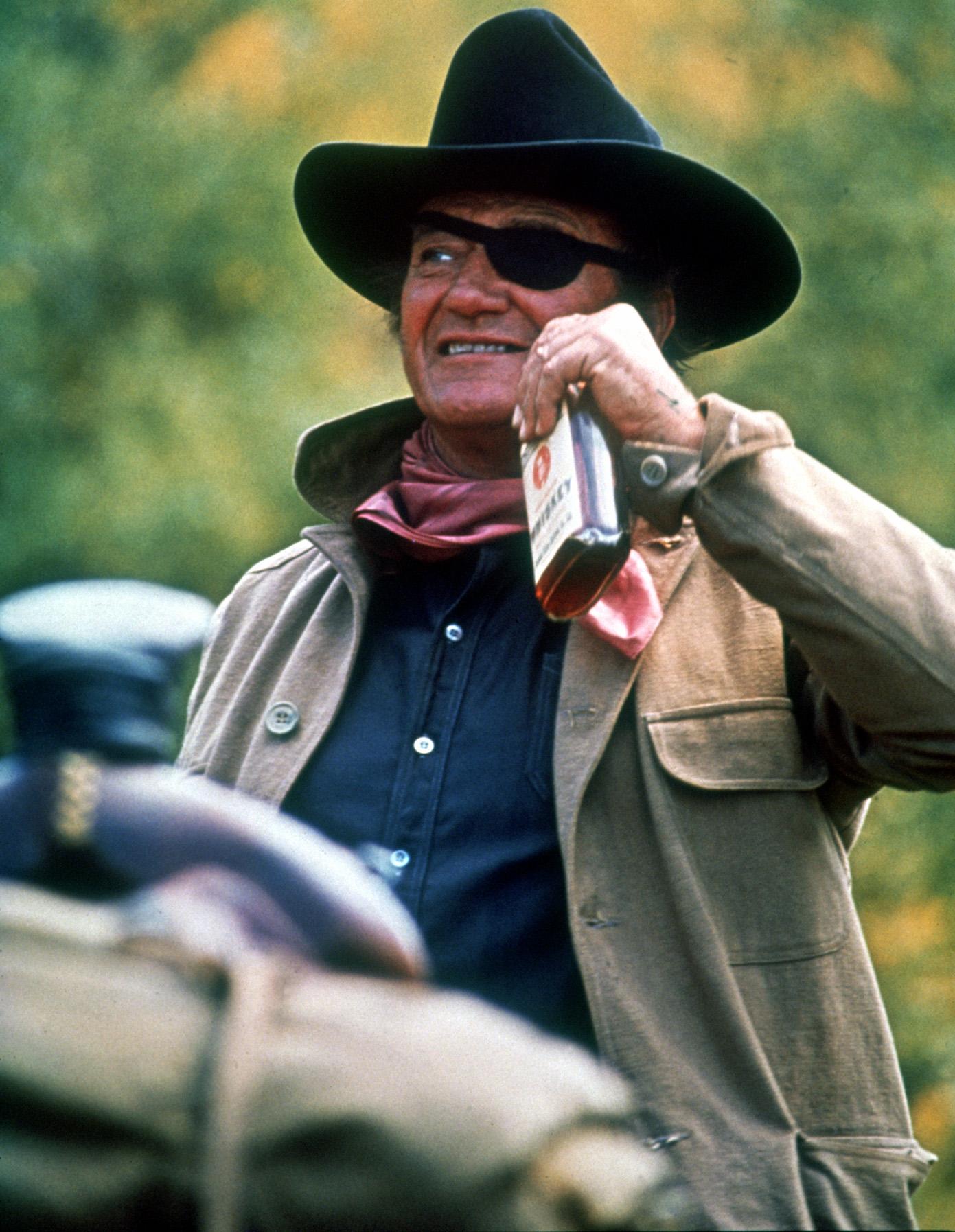 John Wayne dans Cent Dollars pour un shérif © Paramount Pictures