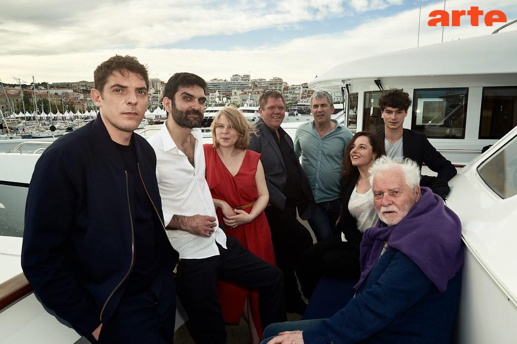 Alain Guiraudie entouré de ses acteurs © Bertrand Noël