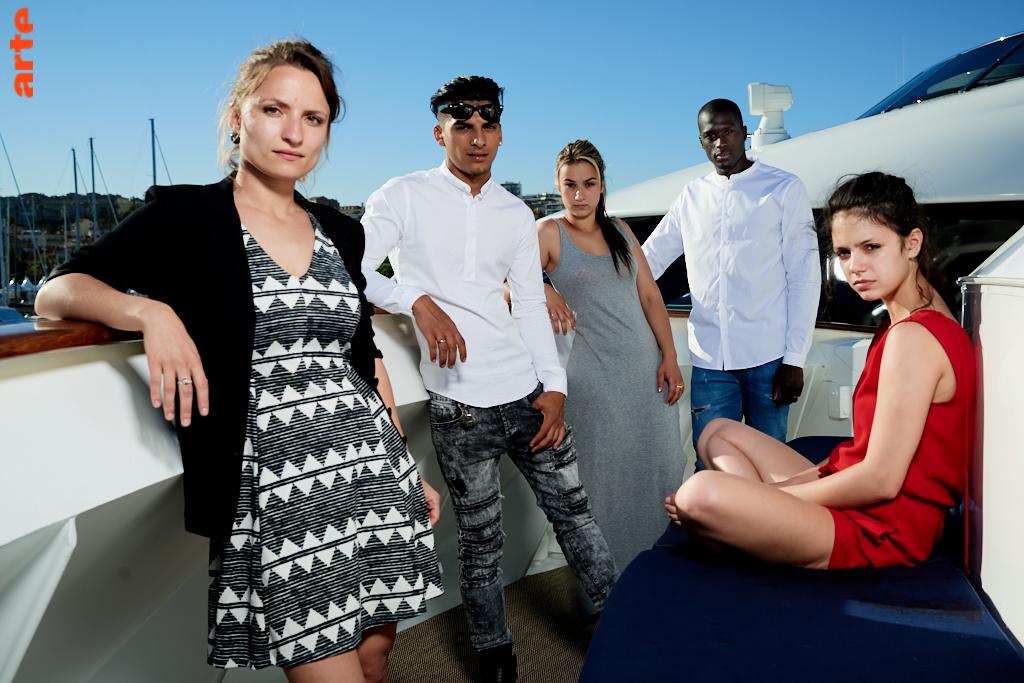 Léa Mysius (à gauche) avec les jeunes comédiens de son © Bertrand Noël film Ava