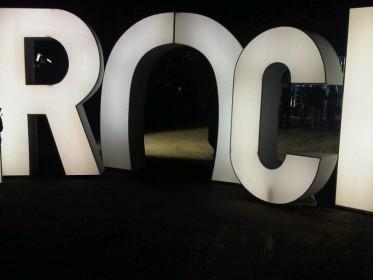 Malgré les apparences nous ne sommes pas a l'Eden Roc mais a l' entrée de la villa Rotschild investie par les In(roc)kuptibles.