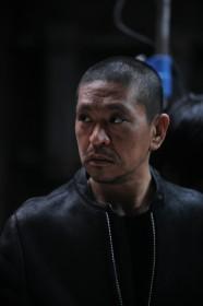 Hitoshi Matsumoto sur le tournage de son nouveau film Scabbard Samurai.