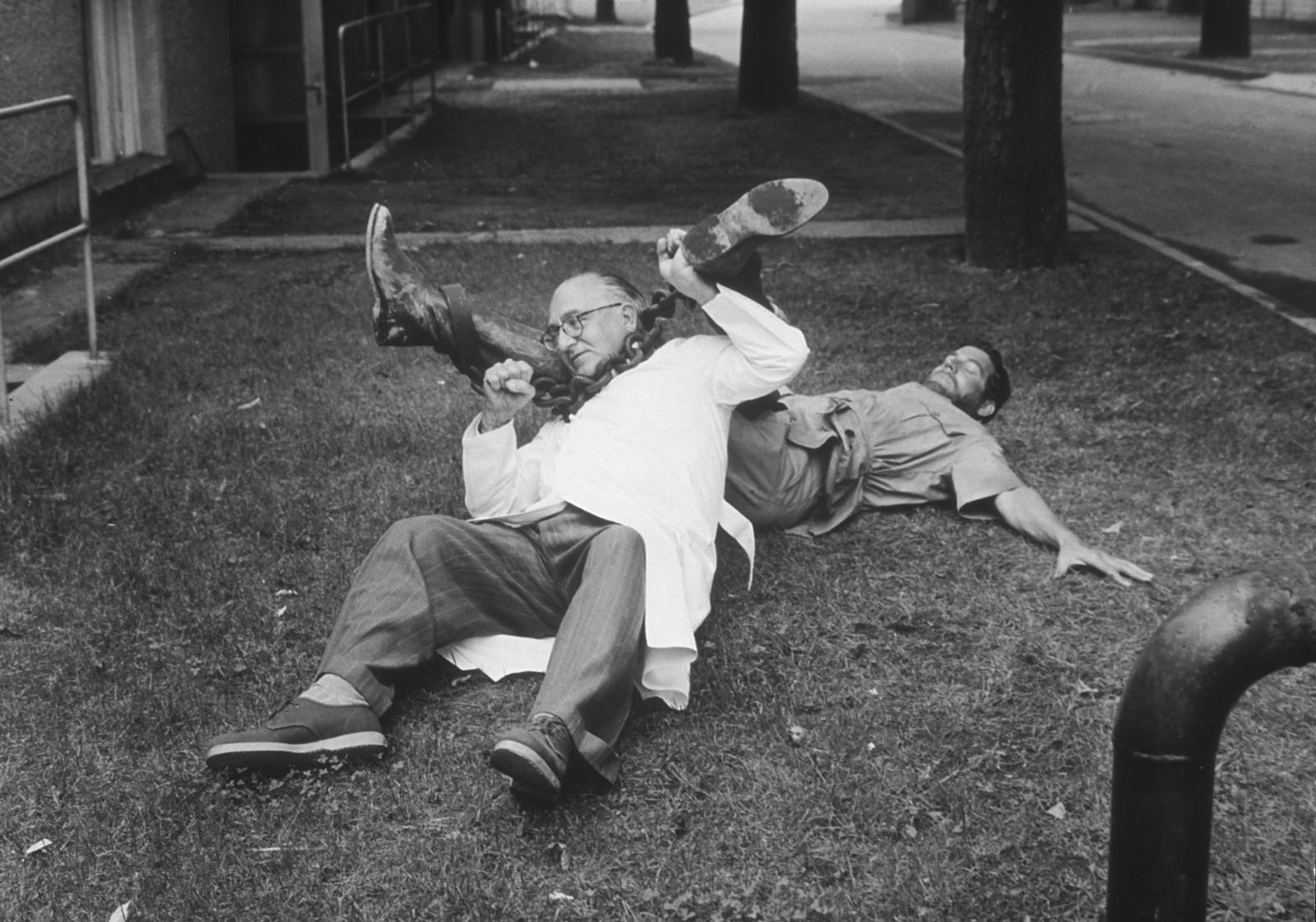 Fritz Lang et Paul Hubschmid sur le tournage du Tombeau hindou (1959)