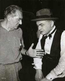 Fritz Lang et Edward G. Robinson sur le tournage de La Rue rouge (1945)