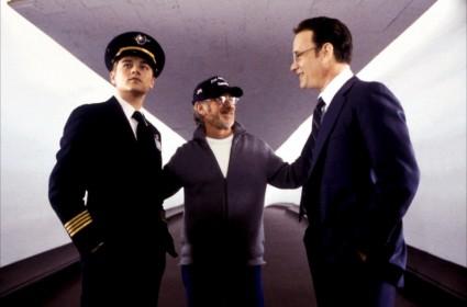 Steven Spielberg, Leonardo DiCaprio et Tom Hanks sur le tournage d'Arrête-moi si tu peux (2002)