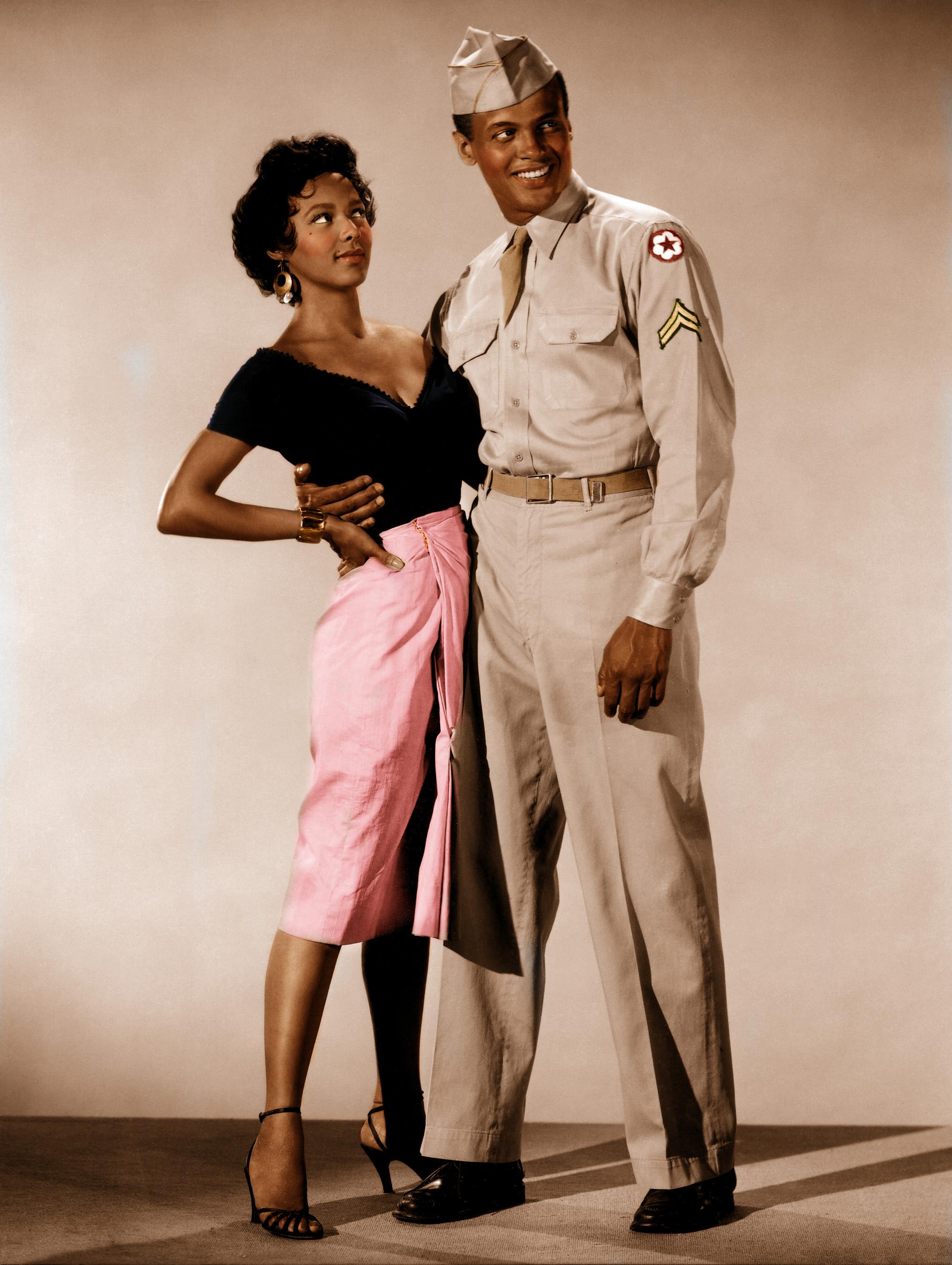 Dorothy Dandridge et Harry Belafonte posant pour Carmen Jones