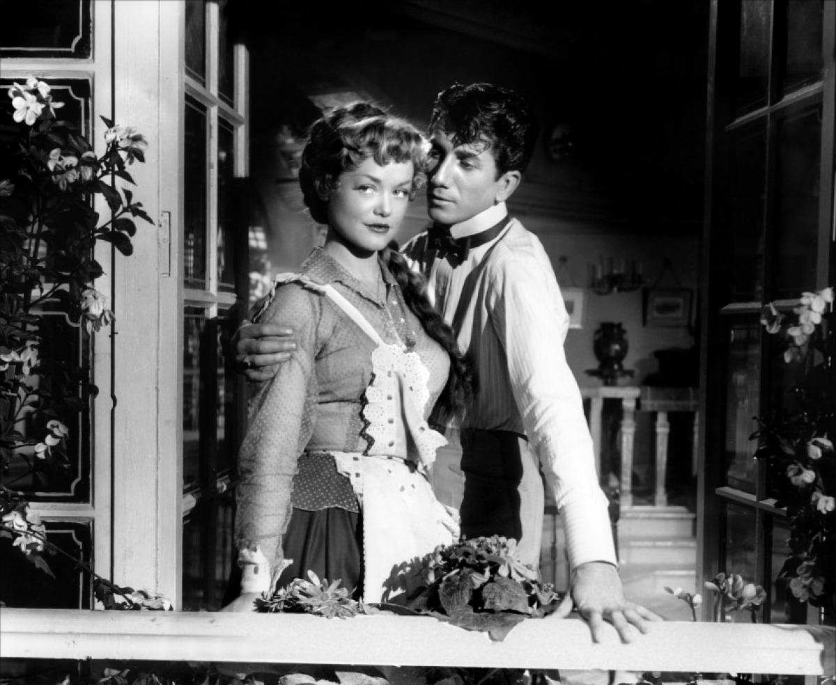 """Simone Simon et Daniel Gélin dans l'épisode """"Le Modèle"""" le """"du Plaisir"""" (1952)"""