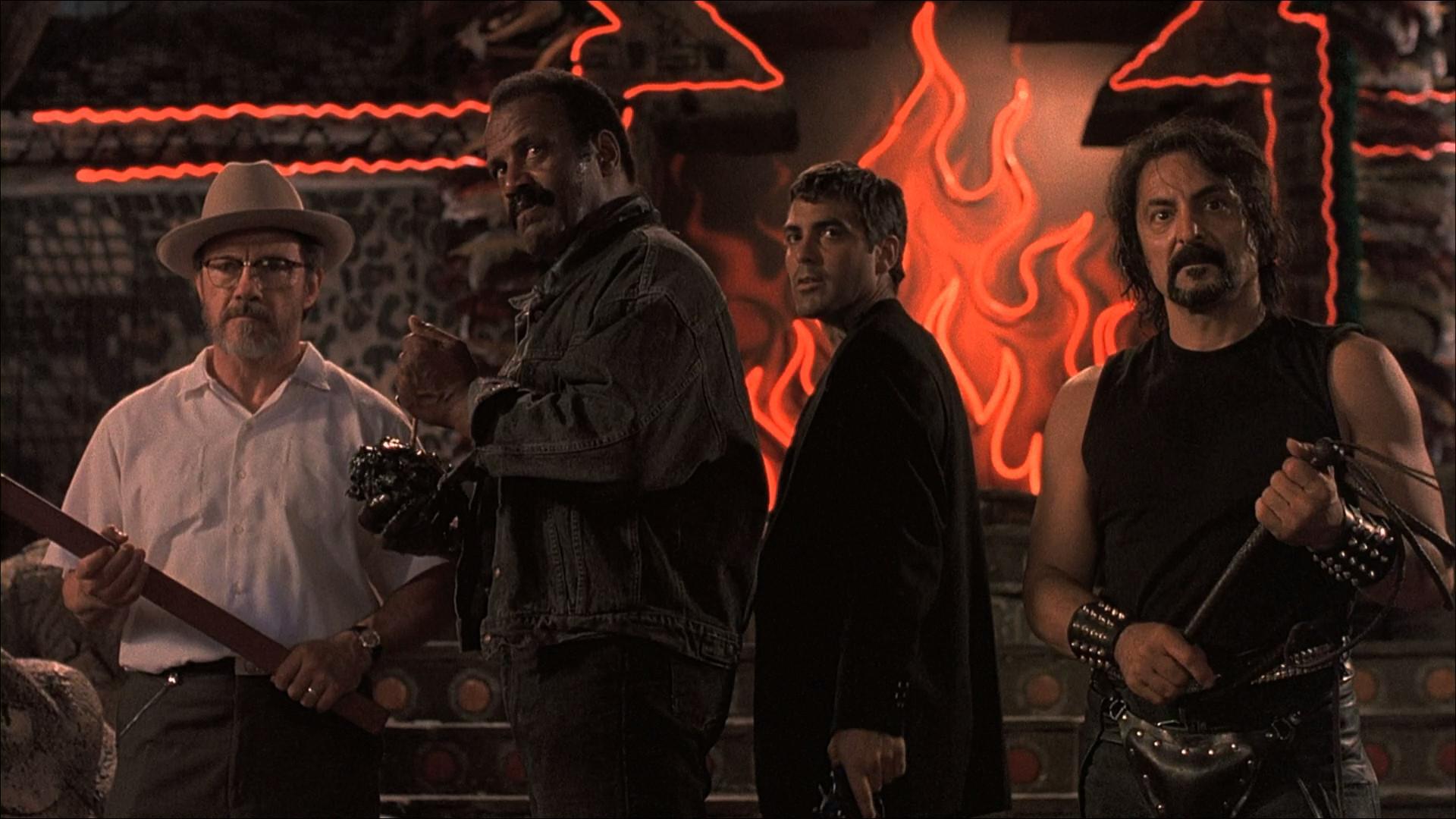 Harvey Keitel, Fred Williamson, George Clooney et Tom Savin dans Une nuit en enfer
