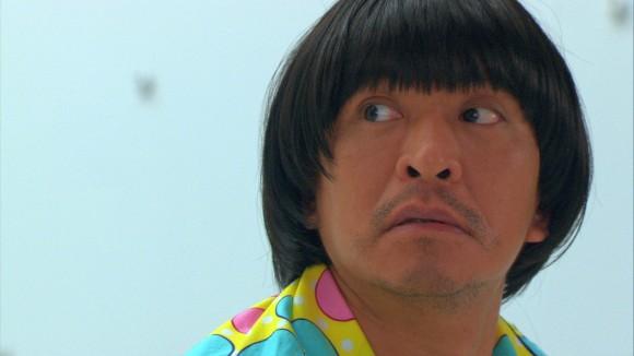 Hitoshi Matsumoto en pyjama dans Symbol