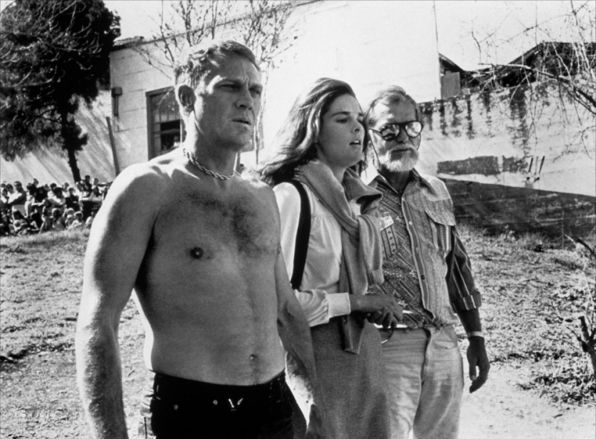 Steve McQueen, Ali McGraw et Sam Peckinpah sur le tournage de Guet-Apens