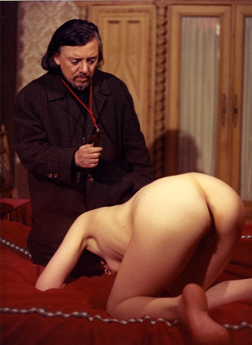 Jess Franco à l'oeuvre dans son propre film, Exorcisme et messes noires, une version plus déculotée du Sadique de Notre-Dame si je ne m'abuse