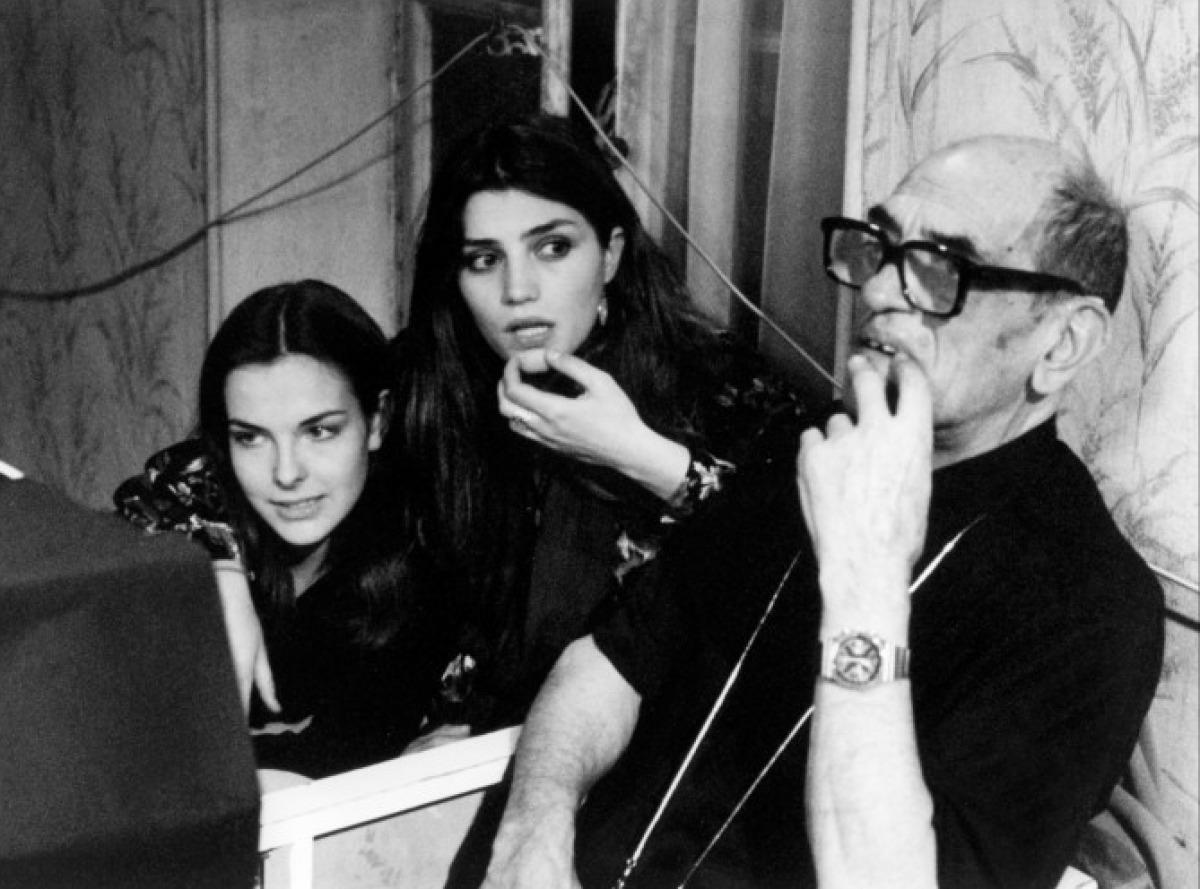 Carole Bouquet, Angela Molina et Luis Bunuel sur le tournage de Cet obscur objet du désir