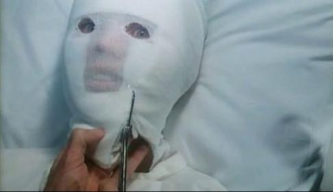 Dans Fedora, le film d'horreur macabre n'est pas loin...