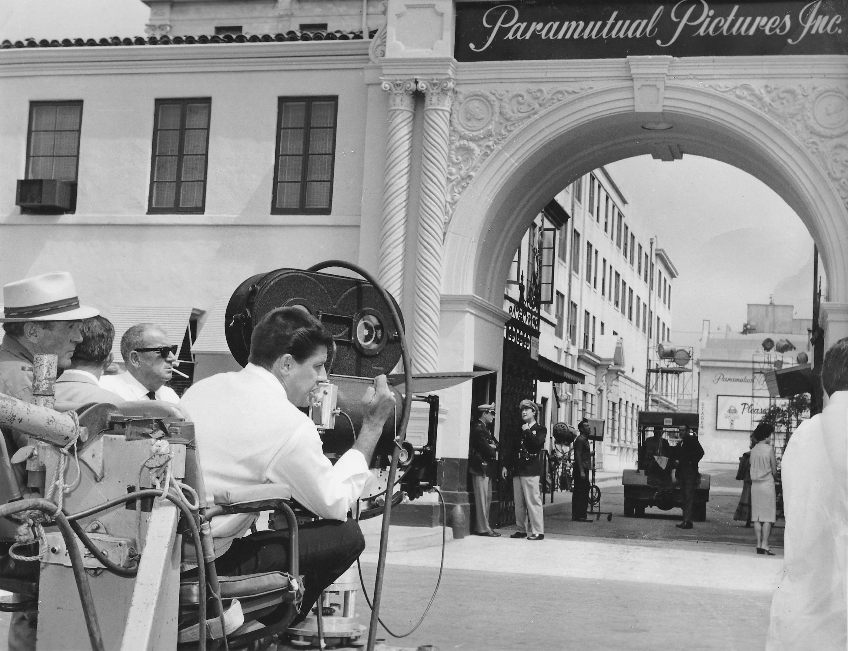 Jerry Lewis en train de mettre en scène son deuxième film, Le Zinzin d'Hollywood