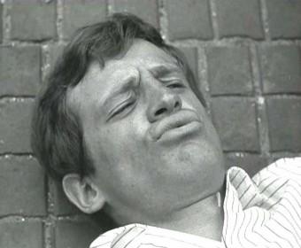 La mort de Michel Poiccard (Jean-Paul Belmondo) dans A bout de souffle