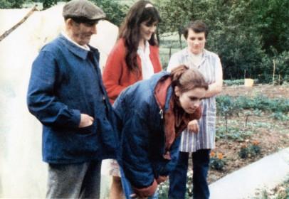 Jessica Forde, Joëlle Miquel et un couple d'agriculteurs dans Quatre Aventures de Reinette Mirabelle