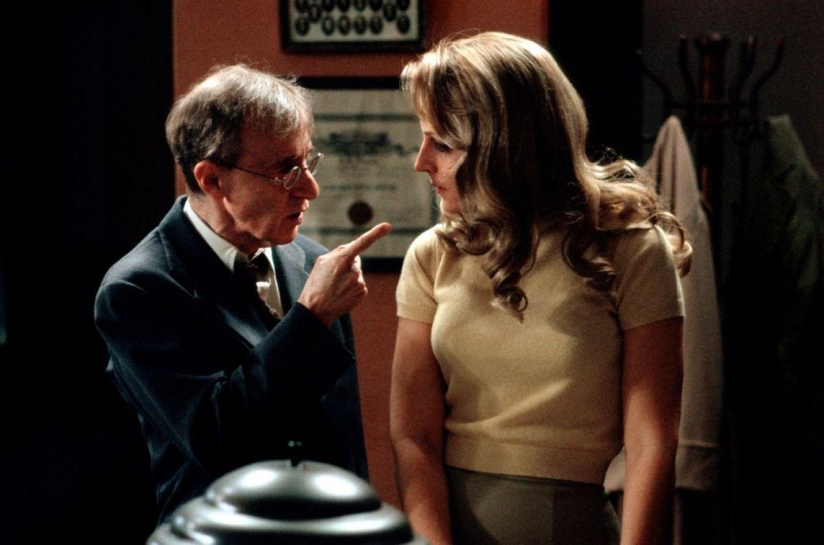Woody Allen et Helen Hunt dans Le Sortilège du scorpion de jade de Woody Allen