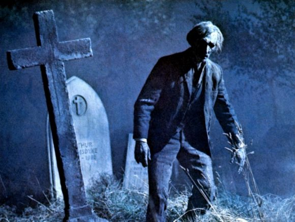 Peter Cushing dans Histoires d'outre-tombe de Freddie Francis