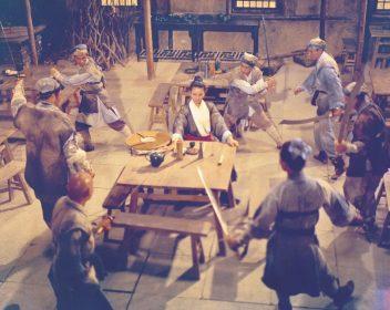 Cheng Pei Pei (au centre) dans L'Hirondelle d'or de King Hu