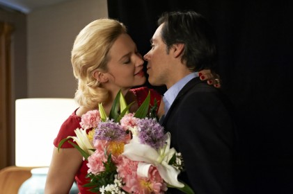 Emmanuel Mouret et Virginie Efira dans Caprice