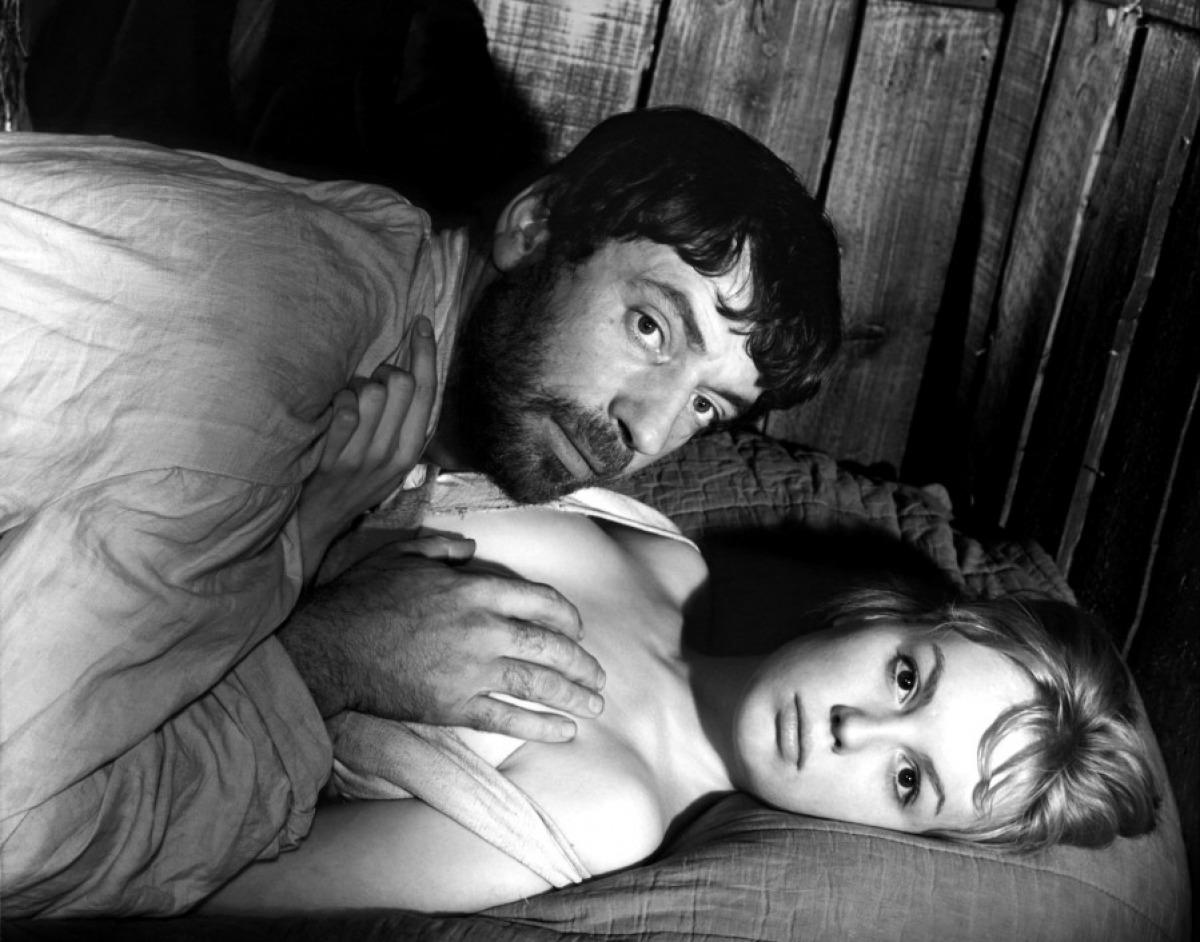 Yves Montand et Mylène Demongeot dans Les Sorcières de Salem de Raymond Rouleau