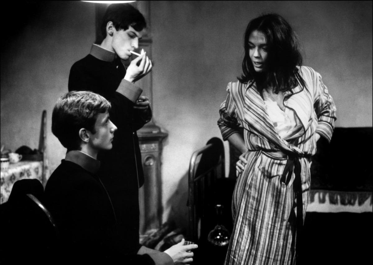 Mathieu Carrière (en bas) et Barbara Steele dans Les Désarrois de l'élève Törless