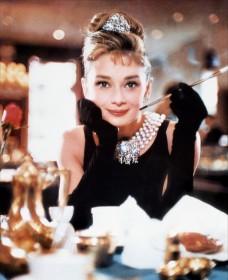 Audrey Hepburn dans Diamants sur canapé
