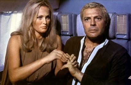 Ursula Andress et Marcello Mastroianni dans La Dixième Victime