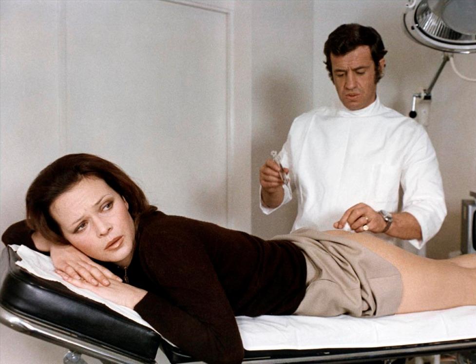 Laura Antonelli et Jean-Paul Belmondo dans Docteur Popaul
