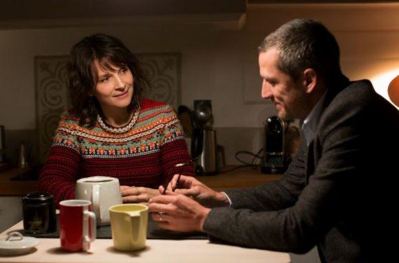 Juliette Binoche et Guillaume Canet dans Doubles Vies de Olivier Assayas