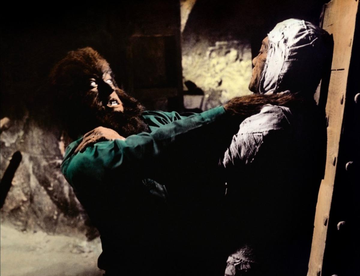 Le loup-garou contre la momie dans Dracula contre Frankenstein...
