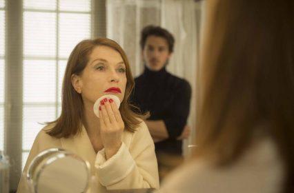Isabelle Huppert et Gaspard Ulliel dans Eva de benoit Jacquot