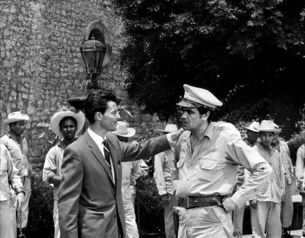 Gérard Philipe (à gauche) dans La fièvre monte à El Pao