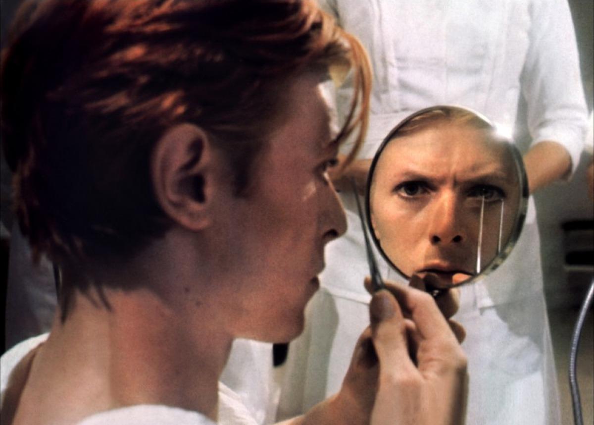 David Bowie dans L'homme qui venait d'ailleurs de Nicolas Roeg
