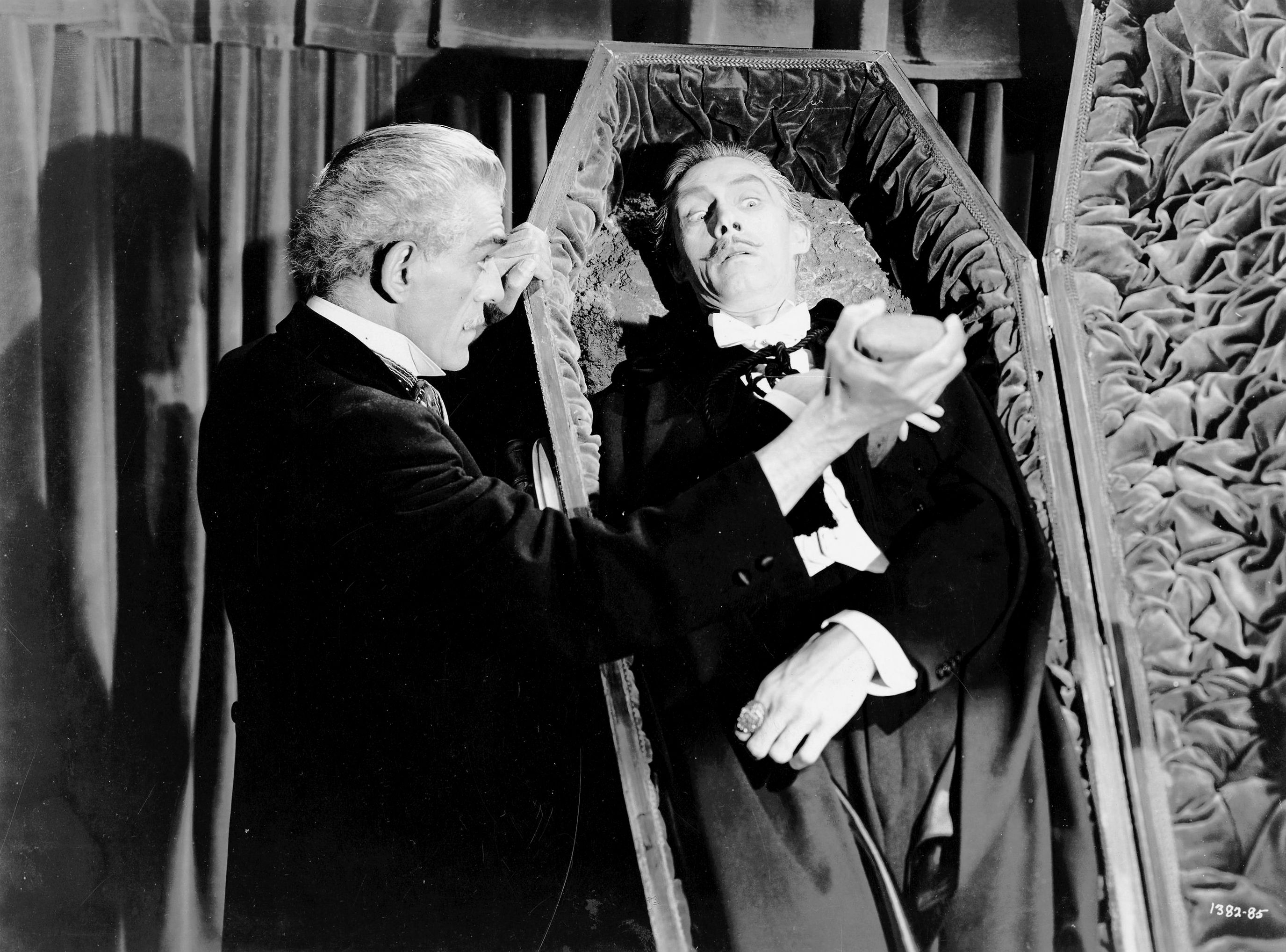 Boris Karloff et John Carradine dans La Maison de Frankenstein