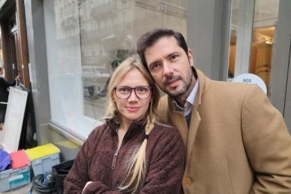La cinéaste Lucie Borleteau (qui fait de la figuration dans le film) et Melvil Poupaud sur le tournage du Grand Jeu de Nicolas Pariser, à Paris