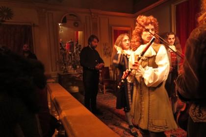 Albert Serra sur le tournage de La Mort de Louis XIV © ARTE France Cinéma