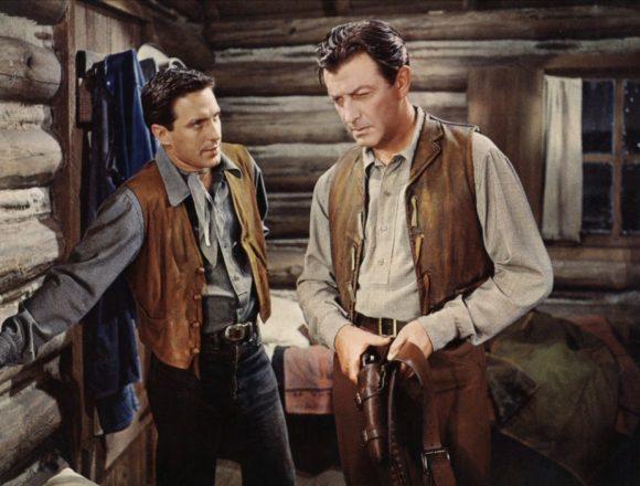 John Cassavetes et Robert Taylor dans Libre comme le vent de Robert Parrish