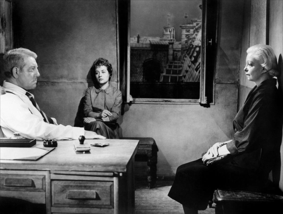 Jean Gabin, Annie Girardot et Lucienne Bogaert dans Maigret tend un piège